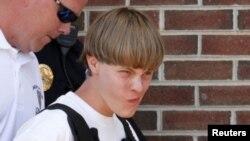 Dylann Roof, thủ phạm vụ tấn công vào nhà nhờ người da đen hôm 19/6/2015, đang đối mặt với bản án tử hình.