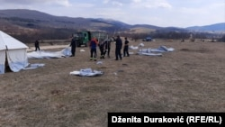 Setting up camps for migrants near Bihac, 21. March 2020.