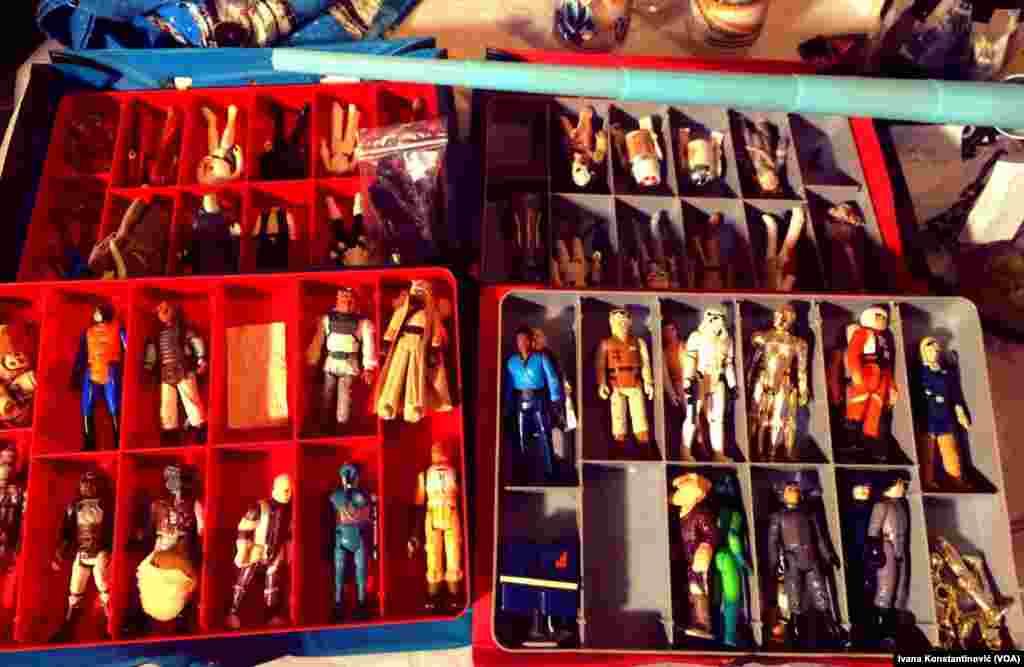 Figurice među kojima su legendarni C-3PO, R2 D2, Stormtruper, princeza Leja