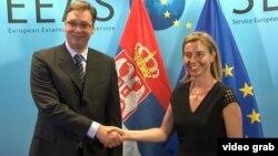 Predsednik Srbije Aleksandar Vučić i visoka predstavnica EU za spoljnu politiku i bezbednost Federika Mogerini koja posreduje u dijalogu, Foto: Glas Amerike