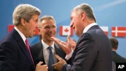 Američki državni sekretar Džon Keri, generalni sekretar NATO-a Jens Stoltenberg i crnogorski premijer Milo Đukanović