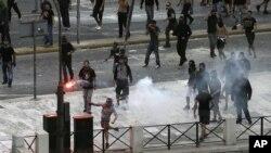 Sukob policije i demonstranata u Atini