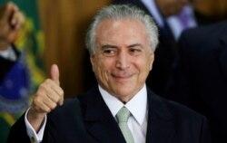 Governo brasileiro muda política de financiamentos públicos - 3:05