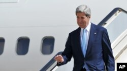 Menlu AS John Kerry melawat ke Kolombia untuk pertama kalinya dan tiba di Bogota, Minggu malam (Foto: dok).