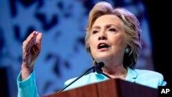 힐러리 클린턴 미 민주당 대선후보가 5일 워싱턴 DC에서 열린 언론인 행사에서 연설하고 있다. (자료사진)