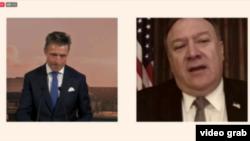 """美國國務卿蓬佩奧通過網絡視頻在""""2020哥本哈根民主峰會""""發表講話並與前北約秘書長拉斯穆森對話。(2020年6月19日)"""