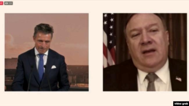 """美国国务卿蓬佩奥通过网络视频在""""2020哥本哈根民主峰会""""发表讲话并与前北约秘书长拉斯穆森对话。(2020年6月19日)"""