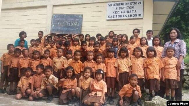 Murid SD Negeri di Sigapiton, Indonesia (dok: Buku Terbang)