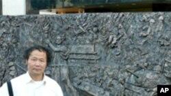 陳維明和他的天安門事件浮雕