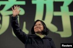 លោកស្រី Tsai Ing-wen ជាប្រធានគណបក្សវឌ្ឍនភាពប្រជាធិបតេយ្យ ឬ Democratic Progressive Party (DPP)។ គណបក្សលោកស្រី បានឈ្នះនៅក្នុងការបោះឆ្នោតដែលបានធ្វើឡើងកាលពីថ្ងៃទី១៦ ខែមករា ឆ្នាំ២០១៦។