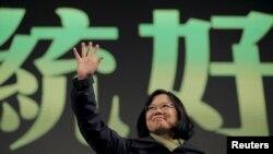 Đài Loan vừa mới trải qua một cuộc bầu cử, hạ bệ chính phủ thân Trung Quốc trước đây và thay thế bằng một đảng muốn cho Đài Loan được độc lập nhiều hơn.