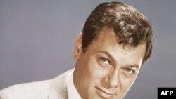 Në kujtim të aktorit Toni Kërtis