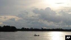 Việt Nam kêu gọi hoãn lại 10 năm tất cả mọi dự án trên sông Mekong.