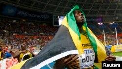 11일 자메이카 출신 우사인 볼트 선수가 제14회 세계육상선수권대회 남자 100m에서 우승한 후 세레모니를 하고 있다.