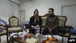 Səkinə Məhəmmədi Aştiyani oğlu Səjjadla görüşür, Təbriz 1 yanvar 2011