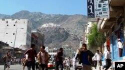 د یمن د تعز په ښار کې عسکرو مظاهره چیان وژلي دي، م م