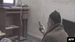 Video cảnh bin Laden đang xem những hình ảnh của mình trên TV