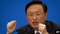 Ngoại trưởng Trung Quốc, Dương Khiết Trì, nói Bắc Kinh hy vọng Mỹ tôn trọng các lợi ích và quan tâm của Trung Quốc cùng các nước khác trong Châu Á-Thái Bình Dương