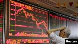 北京一家證券公司營業部的大屏幕(路透社2018年7月6日)