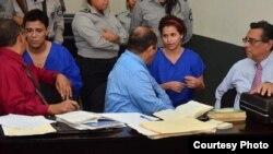Amaya Coppens, durante su juicio. Su familia denuncia que fue torturada por sujetos en la cárcel La Esperanza, ubicada en Managua. Noviembre 7 de 2018. Foto: Donaldo Hernández - VOA.