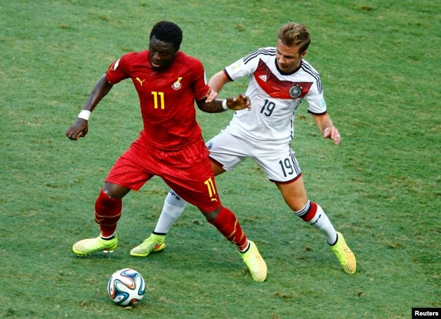Ghana's Sulley Muntari is challenged for the ball by Germany's Mario Goetze (R) during their 2014 World Cup Group G soccer match at the Castelao arena in Fortaleza, June 21, 2014.