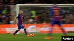 Le joueur du FC Barcelone Javier Mascherano en action, à Barcelone, le 1 mars 2017.
