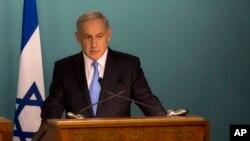 Perdana Menteri Israel Benjamin Netanyahu dalam konferensi pers di kantornya di Yerusalem (20/10). (AP/Sebastian Scheiner)