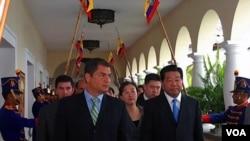 Ecuador recibe ayuda económica de China y estrecha sus relaciones diplomáticas.