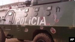 Blindado da policia de Moçambique