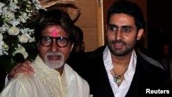 Superstar Bollywood India, Amitabh Bachchan (kiri) dan putranya Abhishek Bachchan (foto: dok).