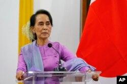 Pemimpin de facto Myanmar, Aung San Suu Kyi