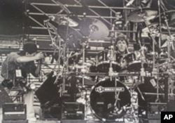 Paul McCartney's drummer used a Noble and Cooley drum set during their U.S. tour in 1994.