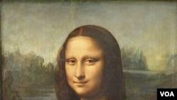 Lukisan Mona Lisa karya pelukis Leonardo da Vinci (ukuran 77 cm × 53 cm) yang kini disimpan di Museum Louvre, Paris.