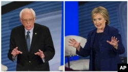Thượng nghị sĩ bang Vermont Bernie Sanders (trái) và cựu Ngoại trưởng Mỹ Hillary Clinton tham gia một sự kiện tại tòa thị chính ở Derry, New Hampshire, ngày 03/2/2016.