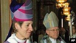 凯瑟琳.杰佛茨-朔里(左)和瑞典教会的大主教