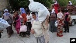 지난 11일 이라크 수니파 극단주의 반군의 공격을 피해 이동 중인 소수계 야지디족 난민들.