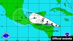 Ruta proyectada para la tormenta tropical Ernesto, de acuerdo a la ilustración de la Administración Nacional para el Océano y la Atmósfera, NOAA, de Estados Unidos.