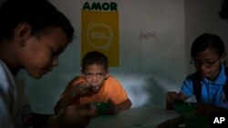 No hay estadísticas oficiales de cuántos niños son abandonados o enviados a orfanatos por sus padres por razones económicas en Venezuela.
