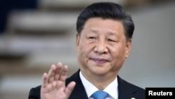 2019年11月14日,中國國家主席習近平在巴西的巴西利亞參加金磚國家峰會前向媒體致意。(路透社)