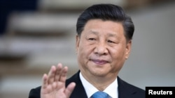 2019年11月14日,中國國家主席習近平在巴西的巴西利亞參加金磚國家峰會前向媒體致意。