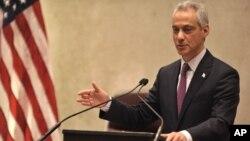 芝加哥市长伊曼纽尔2015年12月9日在市议会举行的一场特别会议上就警察滥用职权问题发表讲话。