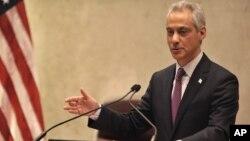 Walikota Chicago Rahm Emanuel meminta maaf atas penembakan brutal polisi hari Rabu (9/12).