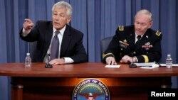 El jefe del Pentágono, Chuck Hagel (izq.) y el jefe del estado Mayor Conjunto, general Martin Dempsey.