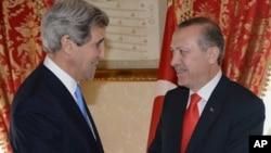 Джон Керри и Реджеп Тайип Эрдоган. Стамбул, Турция. 7 апреля 2013 г.