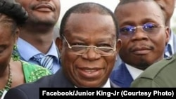 Joseph Kabila, mokambi ya FCC (D), Modeste Bahati Lukwebo ya AFDC-A (na mpoanzi na ye), na bato basusu na bokutani ya lingambo na bango na Kingakati, Kinshasa, 2019. (Facebook/Junior King-Jr)
