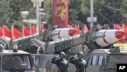 건국기념일에 등장한 중국 미사일