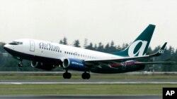 Un avión de la aerolínea AirTran despega del aeropuerto de Seattle.