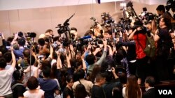 """香港立法會逃犯條例修訂法案委員會第二次""""雙胞會"""",在混亂中結束。(美國之音湯惠芸)"""