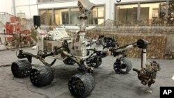 Марсоход Curiosity на испытаниях в лаборатории НАСА (архивное фото)