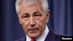 Chuck Hagel dijo que a pesar de los recortes EE.UU. no puede darse el lujo de dejar de liderar en el mundo.
